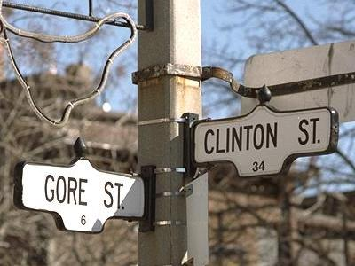 Clinton and Gore street signs