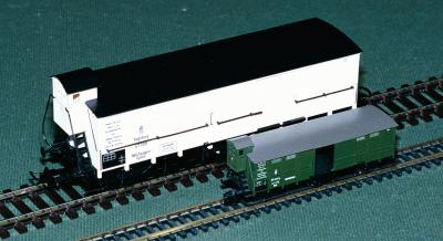 Comparison between H0 and N scale freight vans