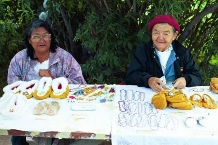 Cree women selling crafts